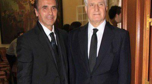 Carlos Fitz-James Stuart y Pepe de Lucía recogen premios póstumos para la Duquesa de Alba y Paco de Lucía