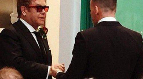 Elton John y David Furnish se casan acompañados por David y Victoria Beckham y Ed Sheeran