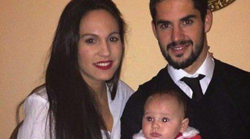 Isco Alarcón felicita la Navidad con su novia y su hijo antes de poner rumbo a Dubai
