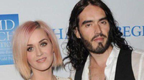 Katy Perry y Russell Brand se quitan las alianzas tras los rumores de separación