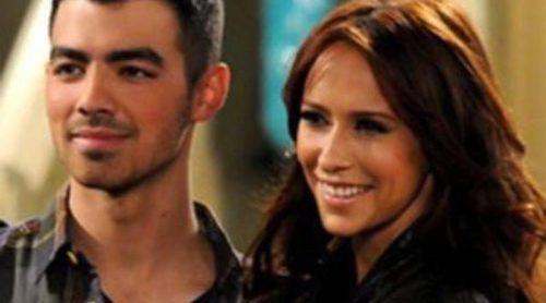 Joe Jonas y Jennifer Love Hewitt planean su boda en televisión