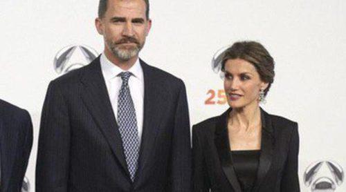 Los Reyes Felipe y Letizia celebran el 25 aniversario de Antena 3