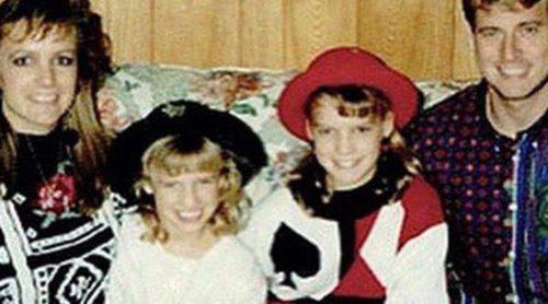 Jessica Simpson publica una foto antigua de su familia donde su madre se parece a Britney Spears