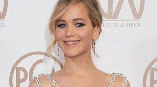 Jennifer Lawrence dedica una peineta a los fótografos mientras desmiente su mala relación con David O. Russell