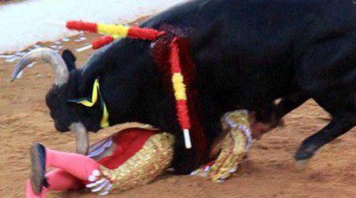 Fran Rivera da el susto de su vida a Lourdes Montes y a su hija Cayetana en su agridulce regreso a los toros