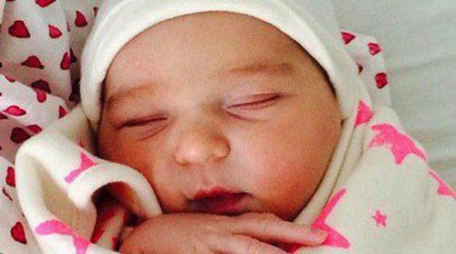 Molly Sims y Scott Stuber anuncian el nacimiento de su hija Scarlett May