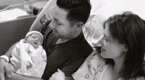 Coco Rocha y James Conran dan la bienvenida a su primera hija, Ioni Conran