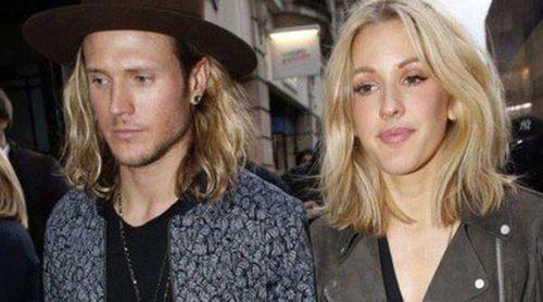 Ellie Goulding y su novio Dougie Poynter sellan su amor haciéndose el mismo tatuaje en el dedo corazón