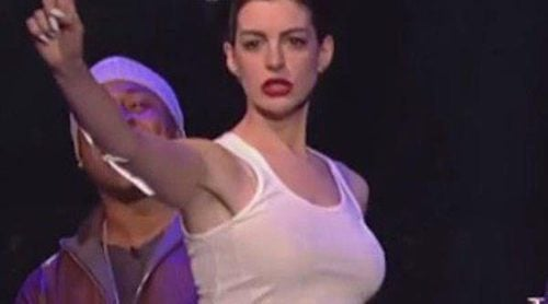 Anne Hathaway se convierte en Miley Cyrus y baila a ritmo de 'Wrecking Ball'