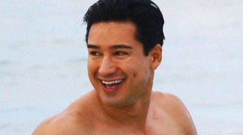 Mario Lopez apoya a los gays mientras luce cuerpazo en la playa de Miami
