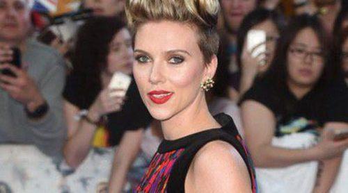 Scarlett Johansson sí brilla junto a 'Los Vengadores' Chris Evans, Jeremy Renner y Chris Hemsworth en Londres