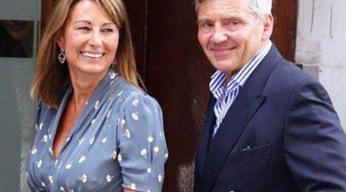 Vuelven los 'molestos' Middleton: Los padres de Kate Middleton hacen negocio con el nacimiento de su segundo nieto