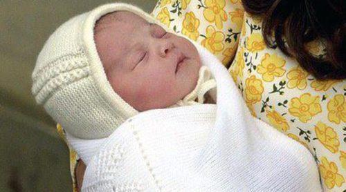 El Príncipe Guillermo y Kate Middleton presentan a su hija recién nacida horas después de su nacimiento