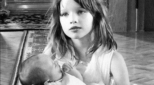 Milla Jovovich: una mamá feliz en el bautizo de su segunda hija Dashiel