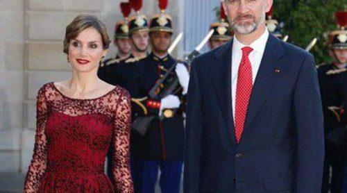 La Reina Letizia resplandece junto al Rey Felipe en la cena de gala en su honor en El Elíseo