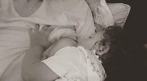 Doutzen Kroes comparte una tierna imagen dándole el pecho a su hija mientras le desea 'dulces sueños'