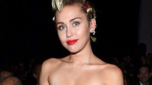 Miley Cyrus, homenajeada por su apoyo a la lucha contra el VIH en la gala amfAR Inspiration de Nueva York 2015