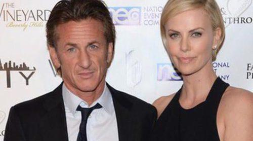 Charlize Theron y Sean Penn rompen su noviazgo tras año y medio juntos