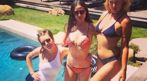 Demi Moore luce cuerpazo en bikini junto a sus hijas Tallulah y Scout
