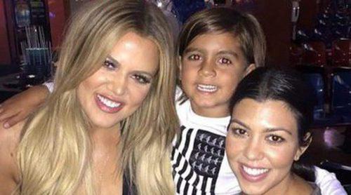 Khloe Kardashian celebra su 31 cumpleaños con sus hermanas Kourtney y Kylie Jenner y su sobrino Mason