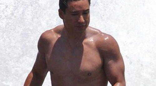 Mario Lopez siembra la polémica por fumar delante de su hijo de veinte meses