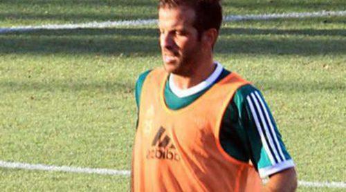 Rafael Van der Vaart, volcado en sus entrenamientos con el Betis tras romper con Sabia Boulahrouz
