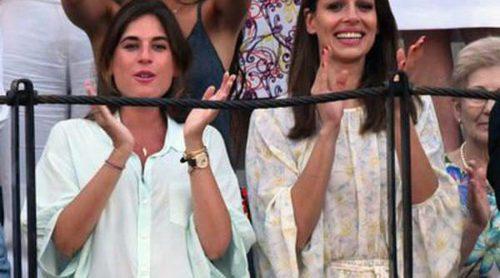 Lourdes Montes y Eva González, cuñadas y amigas orgullosas de sus hombres en una tarde de toros