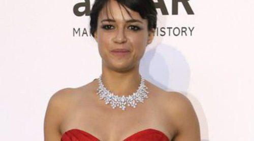 Michelle Rodriguez disfruta de una ducha en compañía femenina a bordo de un yate en Saint Tropez
