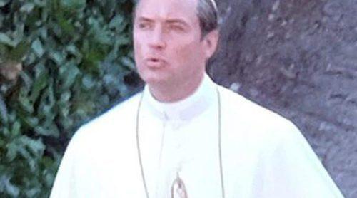 Jude Law se convierte en el ficticio Papa Pío XIII durante el rodaje de la miniserie 'The Young Pope'