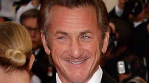 Sean Penn, de cena romántica con la actriz Emmanuelle Vaugier tras su ruptura con Charlize Theron