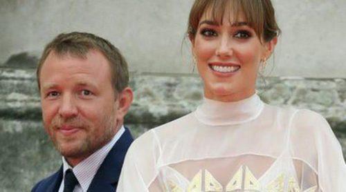 Guy Ritchie y Jacqui Ainsley hacen su primera aparición en pública como marido y mujer