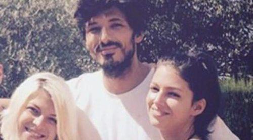 Úrsula Corberó y Andrés Velencoso sí posan como pareja en las fotos de sus amigos