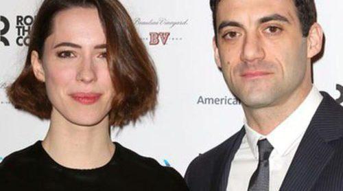 Rebecca Hall se casa con la estrella de Broadway Morgan Spector un año después de romper con Sam Mendes