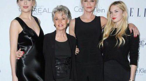 Tres generaciones unidas: Tippi Hedren, Melanie Griffith y sus hijas Dakota Johnson y Stella del Carmen