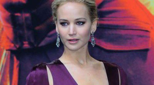 Jennifer Lawrence deslumbra con su escotazo en el estreno de 'Los Juegos del Hambre: Sinsajo.Parte 2' en Berlín