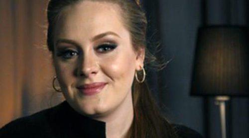 Adele confiesa que le quitaron el control de su cuenta de Twitter porque escribía borracha