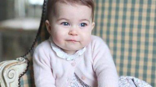 Así es la dulce sonrisa de la Princesa Carlota de Cambridge fotografiada por su madre Kate Middleton