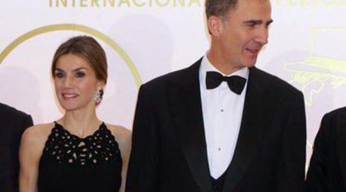 Los Reyes Felipe y Letizia entregan los Premios Mariano de Cavia entre toreros y políticos populares