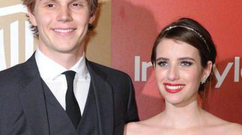 Emma Roberts y Evan Peters comienzan 2016 juntos disfrutando de unas románticas vacaciones en Malibú