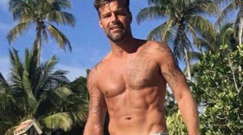 Ricky Martin sube la temperatura luciendo cuerpo en bañador durante las vacaciones de Navidad