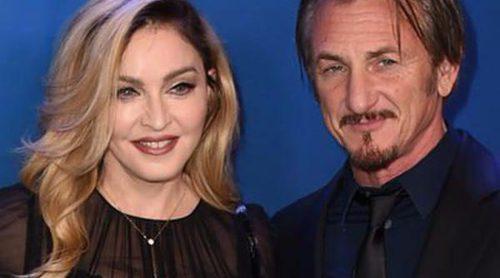 Sean Penn y Madonna, sonrisas y confidencias entre rumores de romance en la gala benéfica por Haití 2016