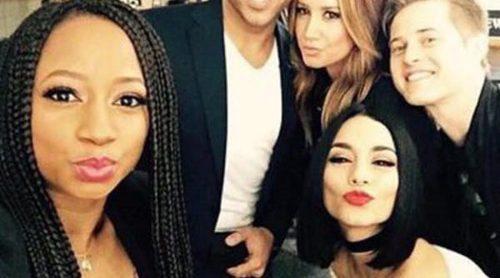 Vanessa Hudgens, Ashley Tisdale y el resto del elenco celebran el décimo aniversario de 'High School Musical' sin Zac Efron