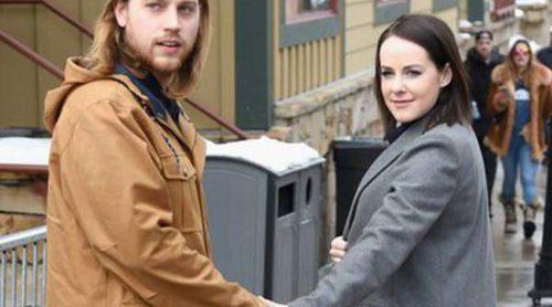 Jena Malone presume de embarazo junto a su novio Ethan DeLorenzo en el Festival Sundance 2016