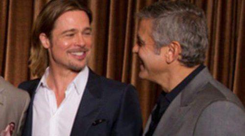 Risas y poca rivalidad entre George Clooney y Brad Pitt en la comida de los nominados a los Oscar 2012