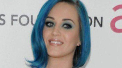 Katy Perry, fotografiada en el aeropuerto de Los Ángeles junto a un joven