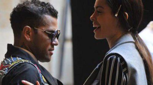 Dani Alves visita la 080 Barcelona Fashion para animar a su novia Joana Sanz