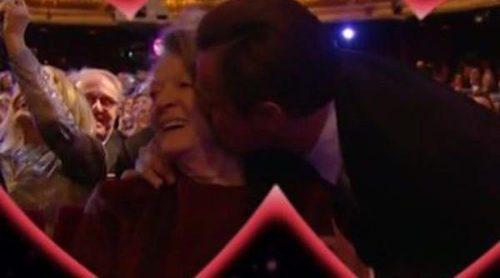 Leonardo DiCaprio en los BAFTA 2016: del beso a Maggie Smith a la dedicatoria para su madre Irmelin