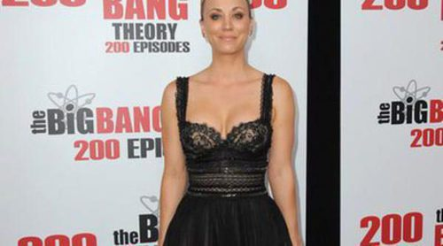 Kaley Cuoco y Johnny Galecki pasan la noche juntos... brindando por 'The Big Bang Theory'
