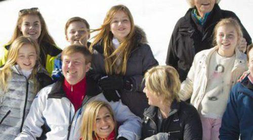 Diversión y deporte: La Familia Real Holandesa, una piña en su posado de invierno en Austria