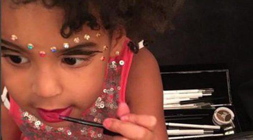 Blue Ivy le quita el maquillaje a Beyoncé y demuestra ser toda una it girl